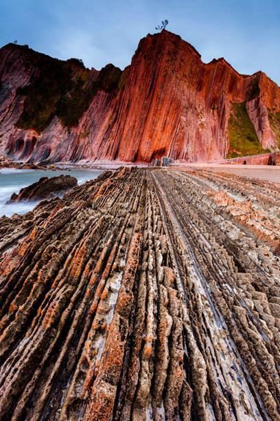Der Strand von Itzurun hat spektakuläre Felsformationen zu bieten