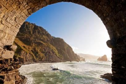 """Die """"Game of Thrones""""-Zuschauer erwarten solch wunderschöne Strände des spanischen Baskenlandes. Hier die Torbuchten von San Juan."""