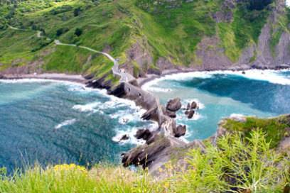 Hat man die Felsbrücke zur Insel überquert, muss man eine Treppe mit 237 Stufen erklimmen, um zum Kloster von San Juan zu kommen