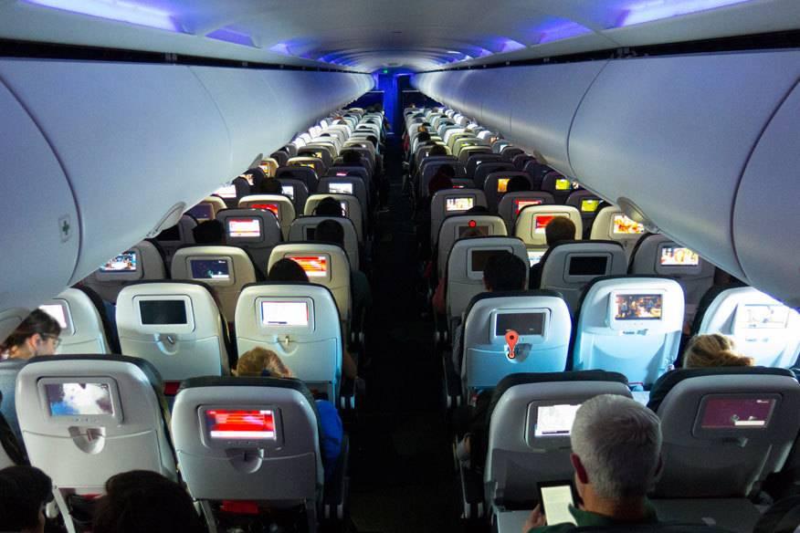 Gibt es wirklich Plätze im Flieger die sicherer sind als andere? Je nach Situation lautet die Antwort: ja.