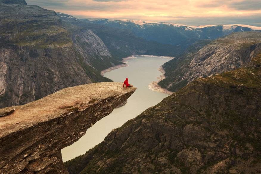 Die Trollzunge ist ein Sehnsuchtsziel vieler Norwegen-Urlauber. Doch das Wetter dort kann ganz schön rau sein – immer wieder müssen Helfer ausrücken, um schlecht vorbereitete Wanderer vom Berg zu holen.