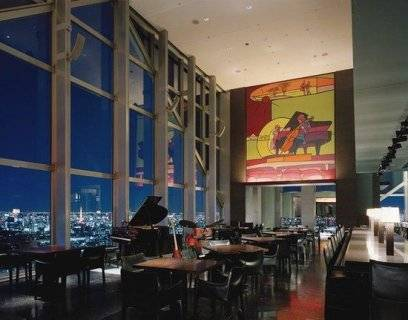 Eine Bar im Park Hyatt Hotel in Tokio