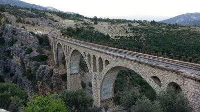 Der Gavurdere-Viadukt in der Türkei ist die größte Eisenbahnbrücke des Landes