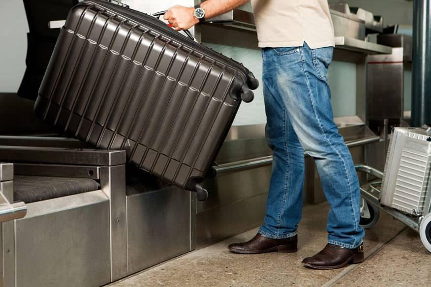 Wer ein Gepäckstück aufgeben will, muss bei vielen Airlines mit zusätzlichen Kosten rechnen