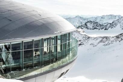 Futuristische Bergstation: Die Wildspitzbahn im Pitztal führt auf Österreichs höchsten mit einer Seilbahn erreichbaren Punkt auf 3440 Metern