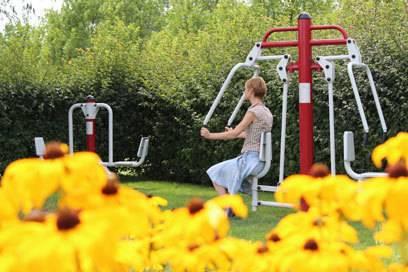 Neben all der Romantik und Verspieltheit gibt es im Schlosspark Oranienburg auch Fitnessgeräte zum Trainieren
