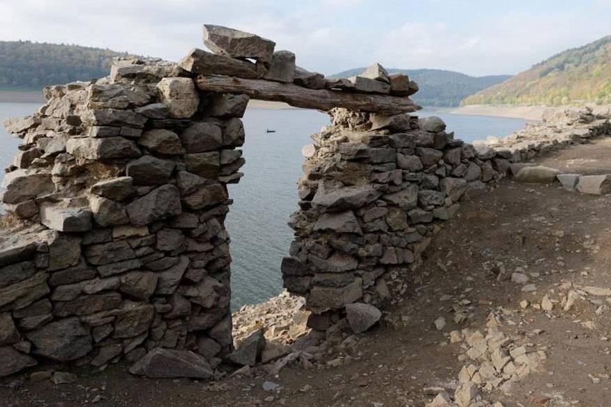Versunkene Dörfer im Edersee werden wieder aufgebaut