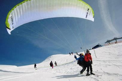 Paragliding ist auch im Winter ein besonderes Erlebnis