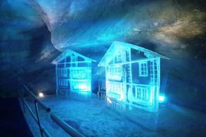 Eisskulpturen im Gletscher-Palast