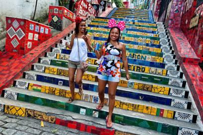 Buntes Tag- und Nachtleben bietet der Stadtteil Lapa, wo auch die bunte Treppe zu finden ist