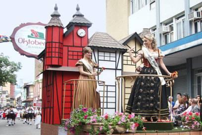 So feiern die brasilianischen Bayern das Oktoberfest in Blumenau