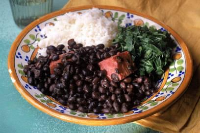 In der Churrascaria gibt es beim Rodízio (All you can eat) Fleisch am Spieß – und das, bis man nicht mehr kann und auf seinem Tisch den Schalter auf Rot legt