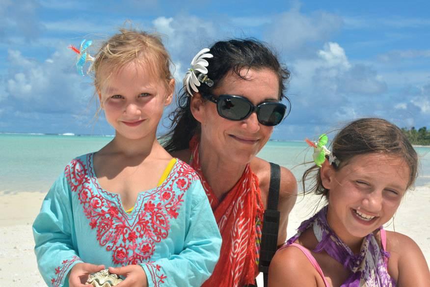 Autorin Bettina Pohlmann mit ihren beiden Töchtern Helen und Antonia auf Weltreise