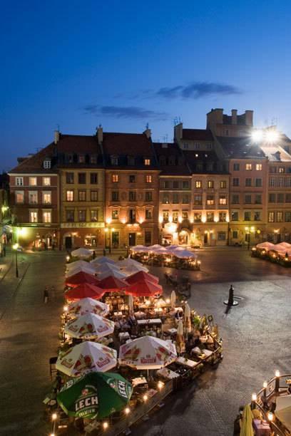 Am Alten Marktplatz trifft man sich tags und nachts in den Lokalen