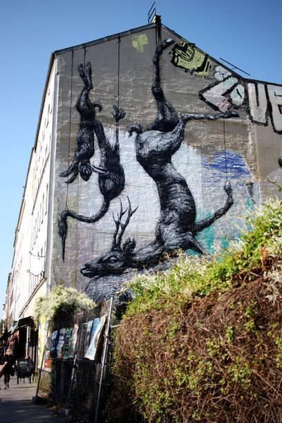 "Das riesige Mural ""Nature Morte"" vom belgischen Sprayer ROA im Berliner Stadtteil Kreuzberg"