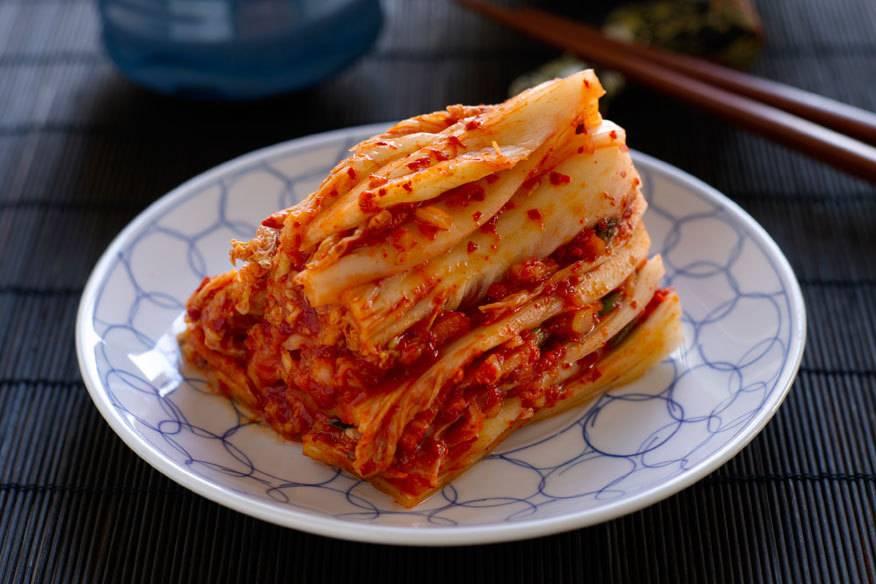 """""""Kimchi"""", das ist fermentiertes Gemüse – vor allem Kohl – aus Korea. Das Nationalgericht gilt als echter Fitmacher!"""