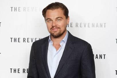 """Seit über 15 Jahren setzt sich Schauspieler Leonardo DiCaprio für den Klimaschutz ein und wurde für sein Engagement 2016 mit dem """"Crystal Award"""" vom Weltwirtschaftsforum ausgezeichnet."""