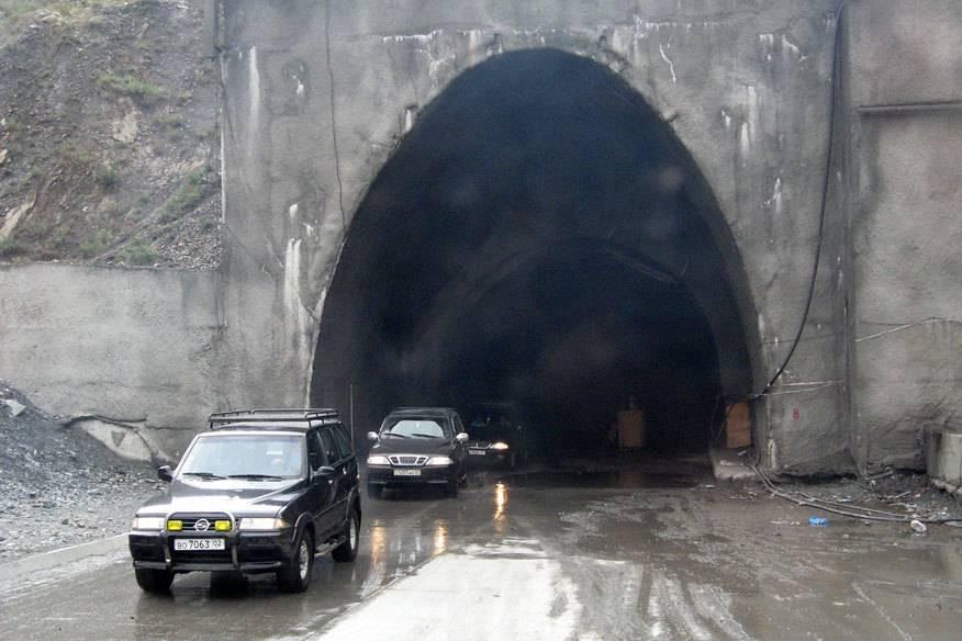 Der Eingang zum Anzob-Tunnel