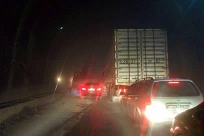 Sogar Lastwagen dürfen den Tunnel, der Teil des Highway M34 in Nordtadschikistan ist, durchqueren.