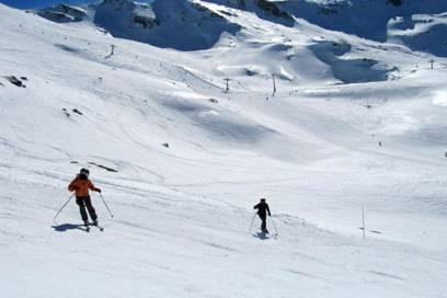 Nur eine Stunde vom Mittelmeer entfernt können sich Wintersportler in der spanischen Sierra Nevada austoben