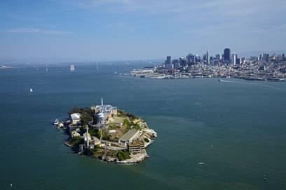 Die Gefängnisinsel Alcatraz kann man entweder am Tag besuchen oder eine Night Tour buchen. Tickets ab 38 Dollar (35 Euro), ab 90 Tage im Voraus buchbar.