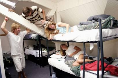 Gute Stimmung! In den Mehrbett-Zimmer der Hostels lernt man ganz schnell neue Leute und Freunde kennen.