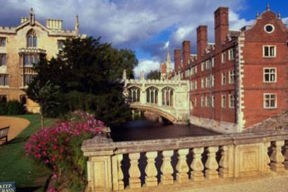 Viele Architekten haben versucht, der berühmten Seufzerbrücke in Venedig nachzueifern: Einer der schönsten Kopien findet man in Cambridge.