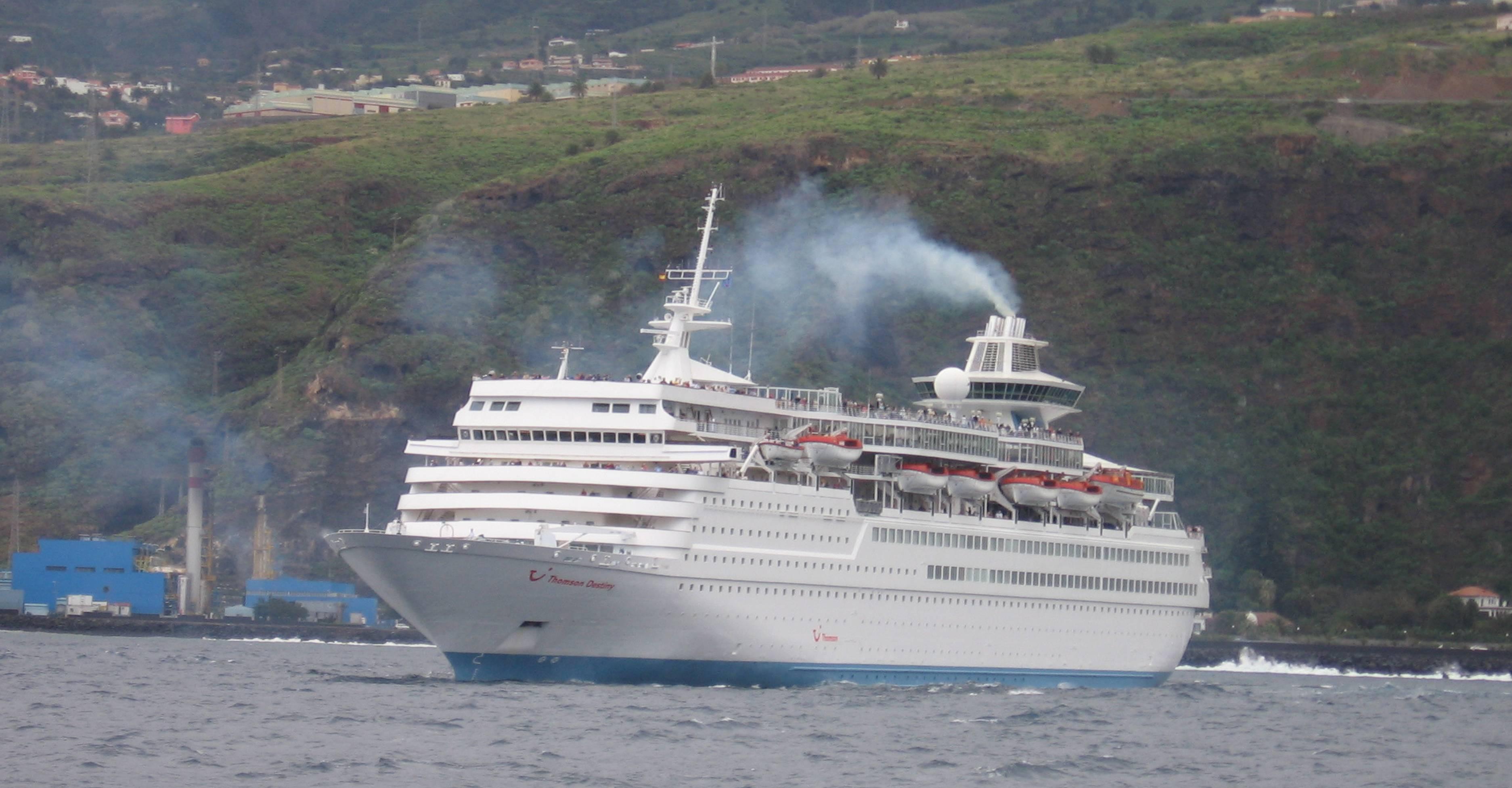 Was kommt aus den Schornsteinen von Kreuzfahrtschiffen? Umweltschützer warnen jetzt vor Gefahren unter anderem durch ultrafeine Partikel.