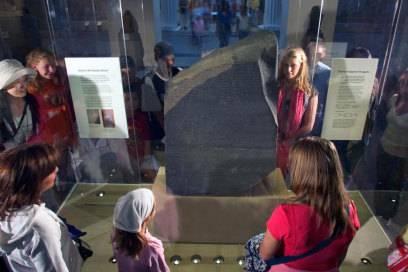 Der Rosetta Stone gehört zu den attraktivsten Ausstellungsstücken im British Museum