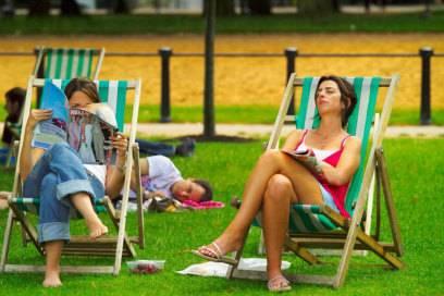 Einfach mal ausspannen: Liegestühle zum Mieten gibt es zum Beispiel im Hyde Park (im Bild) oder im St. James' Park