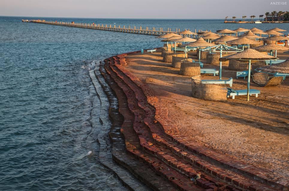 In der Lagunenstadt El Gouna ist das Rote Meer nie mehr als ein paar Schritte entfernt. Erholung und Action sind zum Greifen nahe. Erfahren Sie hier, was das Schmuckstück Ägyptens zu bieten hat!