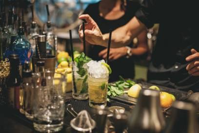 In El Gouna feiern Sie mit Stil und Spaß. Bringen Sie gute Laune mit, für super Cocktails sorgt der Barkeeper