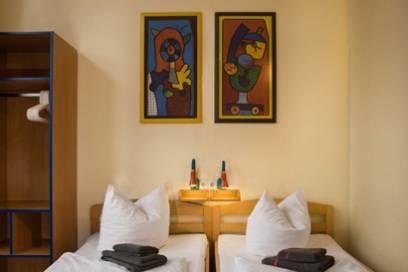 Das Hotel-Hostel liegt zentral in Kreuzberg – ideal für Touristen, die das Nachtleben Berlins besser kennenlernen möchten