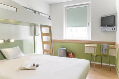 Ein Zimmer im Ibis Budget Berlin Alexanderplatz – schlicht, aber dennoch wurde an alles gedacht