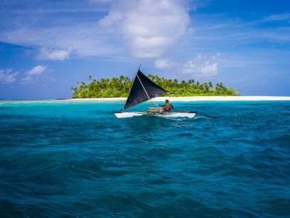 Kiribati ist ein Staat, der aus 33 Inseln besteht. 3 davon will Anton Bakow zum neuen Zarenreich machen.