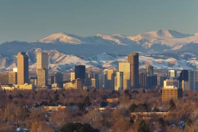 Denver, im Hintergrund sind die Rocky Mountains zu sehen, war früher mal eine Goldgräber-Hochburg