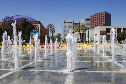 Der Name stammt noch aus den spanischen Gründerzeiten der Stadt. Auf diesem Bild ist ein Platz im Zentrum der City zu sehen.