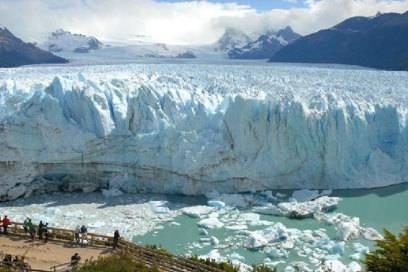 Wie eine riesige Welle, die zu Eis erstarrte: der Perito-Moreno-Gletscher