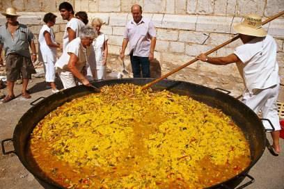Dies ist kein Kochkurs, sondern ein Weinfest in Palma. Paella gibt es aber trotzdem.