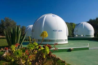Sie sieht sehr futuristisch aus, die Sternwarte Costitx