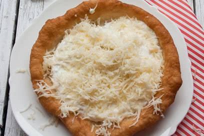 Was in Deutschland das Eis im Freibad ist, ist für die Ungarn das Lángos am Plattensee
