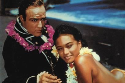 Marlon Brando mit der polynesischen Tänzerin Tarita Teriipia