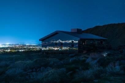 Auch im Dunkeln ist das Haus mit den sensationellen Spiegelungen ein Highlight