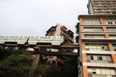 Stadtplanung auf Chinesisch: Da fährt der Zug dann eben durchs Haus
