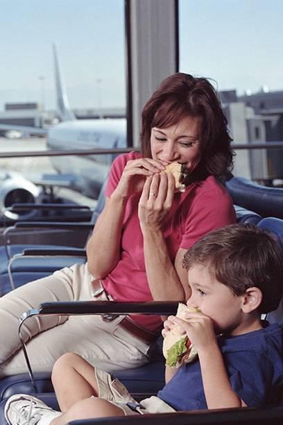 Zwar darf man sich im Flieger selbst verpflegen, doch ob die Fluggäste außerhalb der Billigairlines drauf Lust haben, bleibt abzuwarten