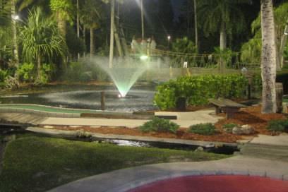 """Auch bei Nacht ist das """"Castle Golf"""" in Fort Myers ein Highlight für Freunde des Miniatursports"""