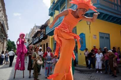 Bunt und lebensfroh geht es zu in Havanna, der Hauptstadt der größten Karibik-Insel Kuba