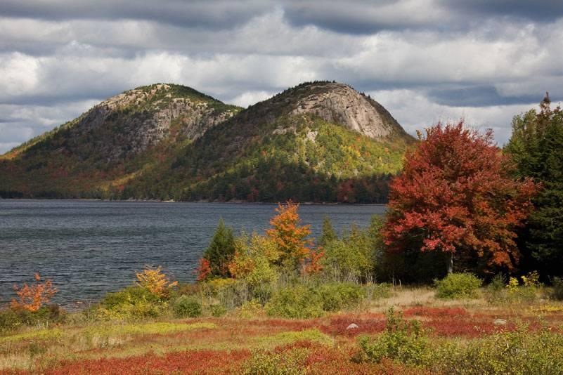 Unberührte Natur: der Jordan Pond im Nationalpark Acadia im Bundesland Maine. Der See (bis zu 46 Meter tief) versorgt den nahe gelegenen Ort Seal Harbor mit Wasser
