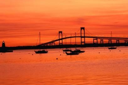 Sonnenuntergang im Hafen von Newport. Der Ort liegt in Rhode Island, dem kleinsten Bundesland der USA