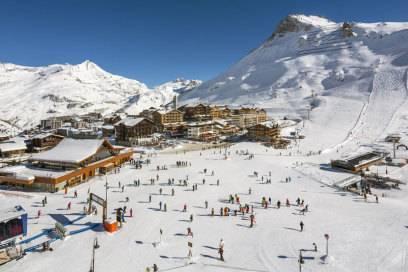 Ein unter Skifahrern beliebtes Ferienziel ist die französische GemeindeTignesauf circa 2000 Metern Höhe. Sie besteht aus den drei Ortsteilen Le Lavachet, Val Claret und Tignes-le-Lac
